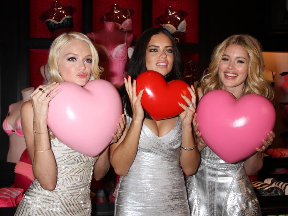 Адриана Лима, Даутцен Крез и Линдсей Эллингсон отмечают День святого Валентина