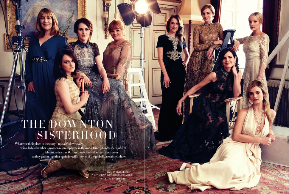 Мишель Доккери и другие звезды сериала «Аббатство Даунтон» в журнале Harper's Bazaar . Великобритания. Август 2014