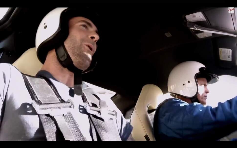 Адам Левин в рекламном ролике Nissan GT-R