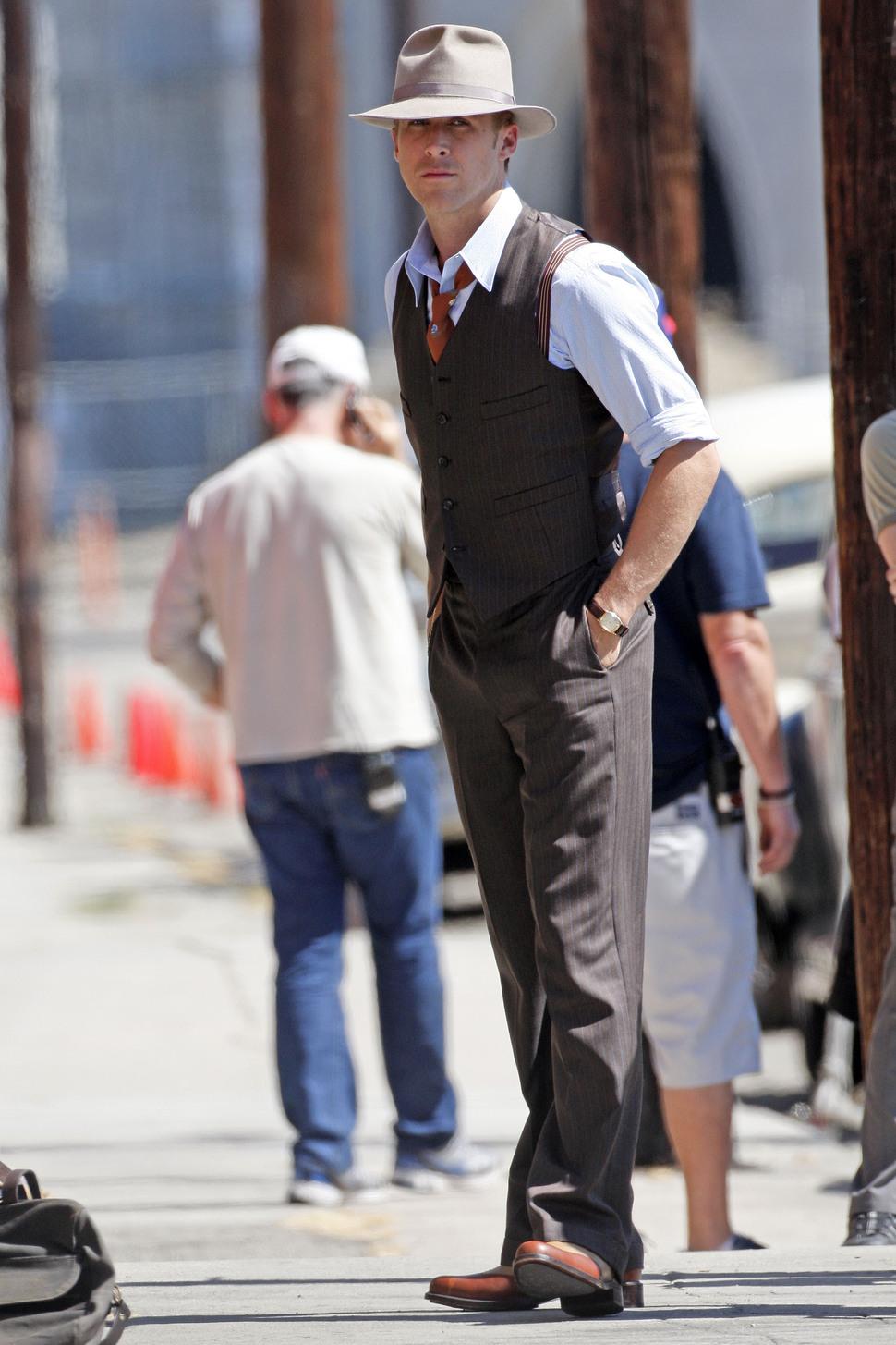 Райан Гослинг на съемках фильма «Гангстерский взвод»