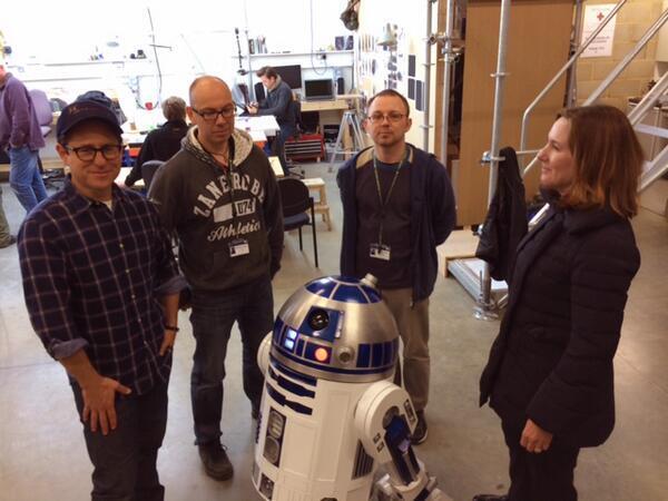 Джей Джей Абрамс представил обновленного R2-D2