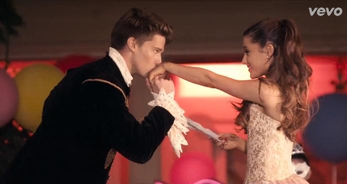 Патрик Шварценеггер в клипе Арианы Гранде