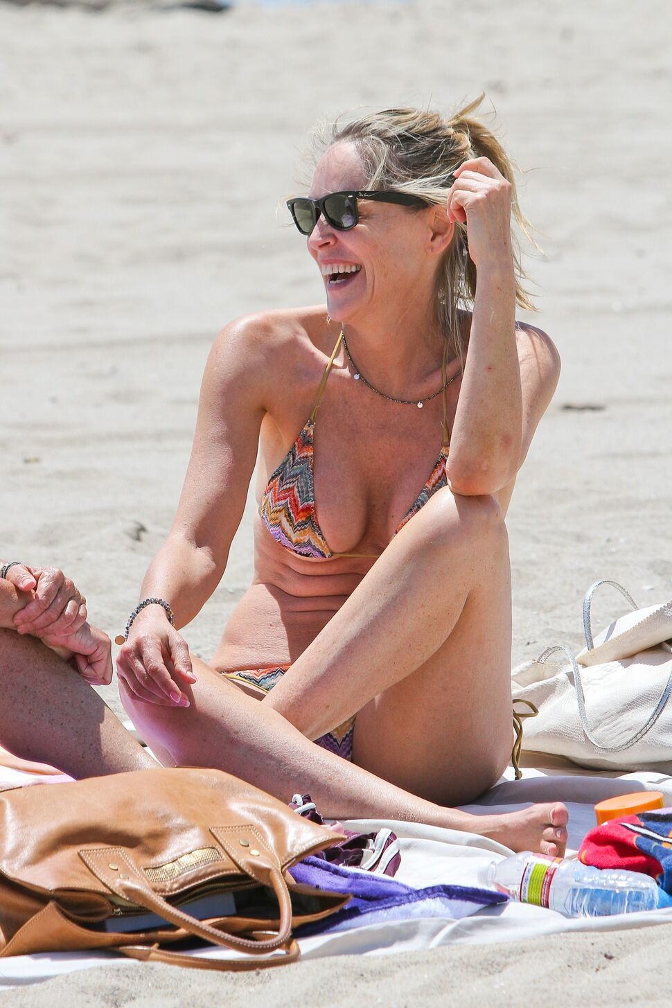 Шэрон Стоун на пляже в Калифорнии
