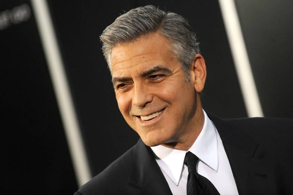 Видео: Джулия Робертс и Сандра Буллок сплетничают о Джордже Клуни