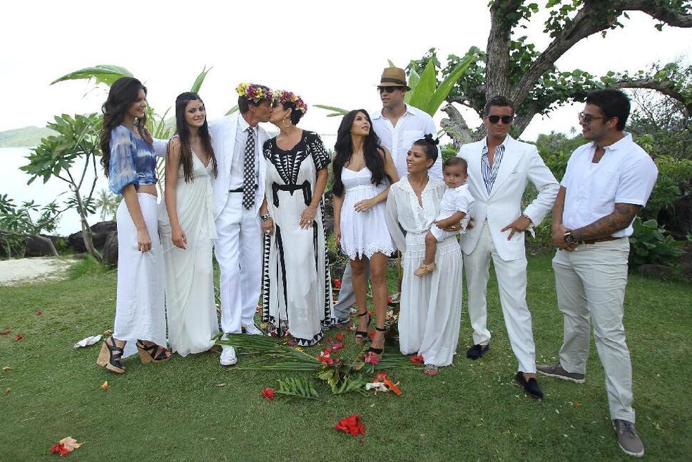 Родители Ким Кардашиан обновили свои свадебные обеты