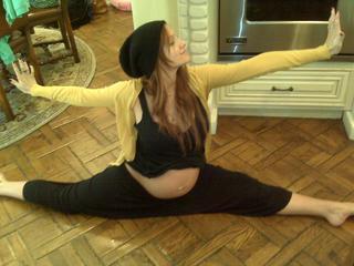 Эшли Симпсон садилась на шпагат на 9-ом месяце беременности