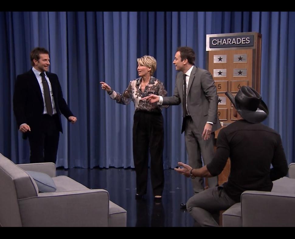 Брэдли Купер и Эмма Томпсон  играют в шарады на шоу Джимми Фэллона