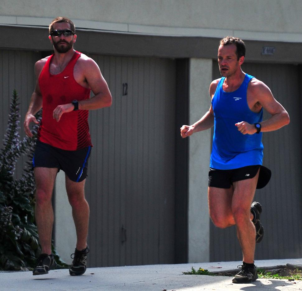 Джейк Джилленхол и Майкл Пенья на пробежке в Лос-Анджелесе
