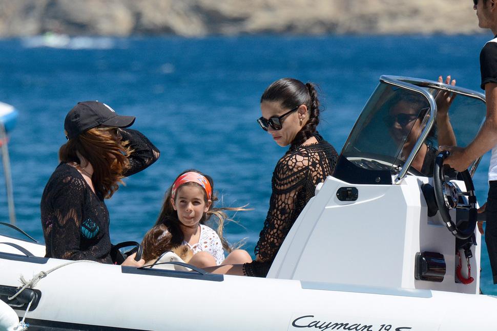 Адриана Лима отдыхает в Греции