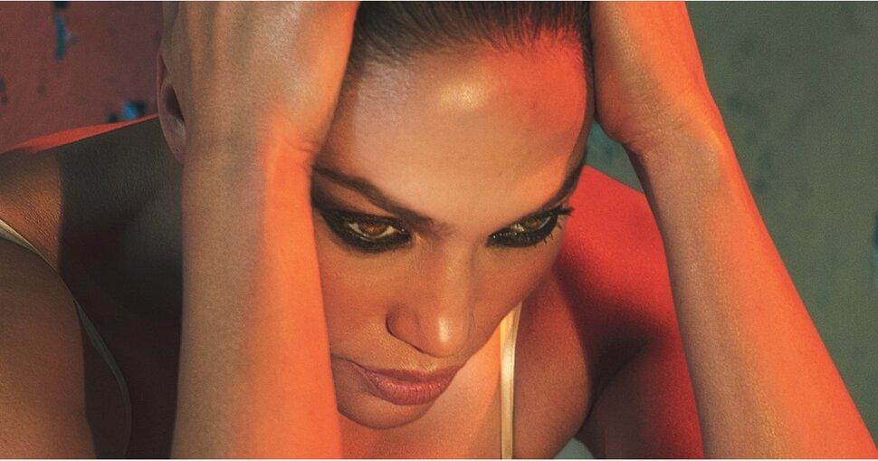 Дженнифер Лопес объяснила интерес к молодым мужчинам в фотосете для W