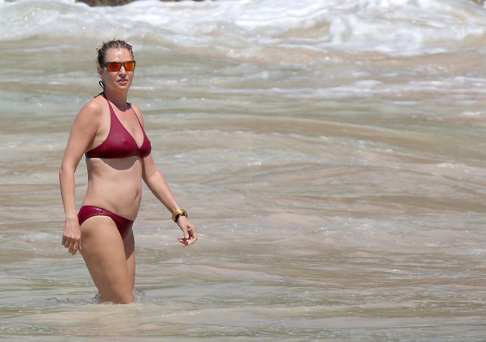Весенние каникулы: 44-летняя Ума Турман отдыхает на Сен-Барт