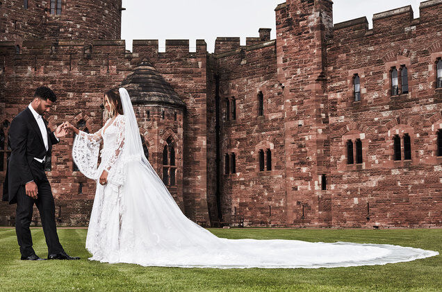 Сиара показала новые фото с романтической свадьбы в замке