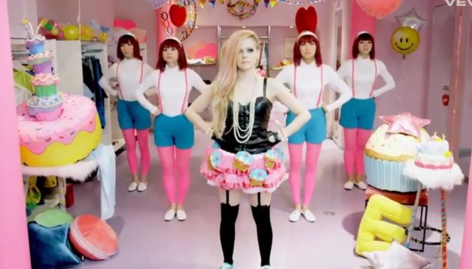 Новый клип Аврил Лавин - Hello Kitty