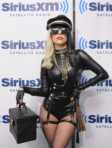 Три наряда Lady GaGa