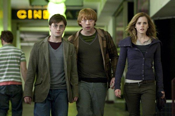 """Первый тизер фильма """"Гарри Поттер и Дары Смерти: Часть первая."""