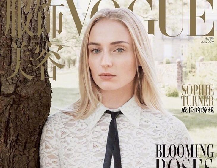 Фото: Софи Тернер на своей первой обложке для издания Vogue