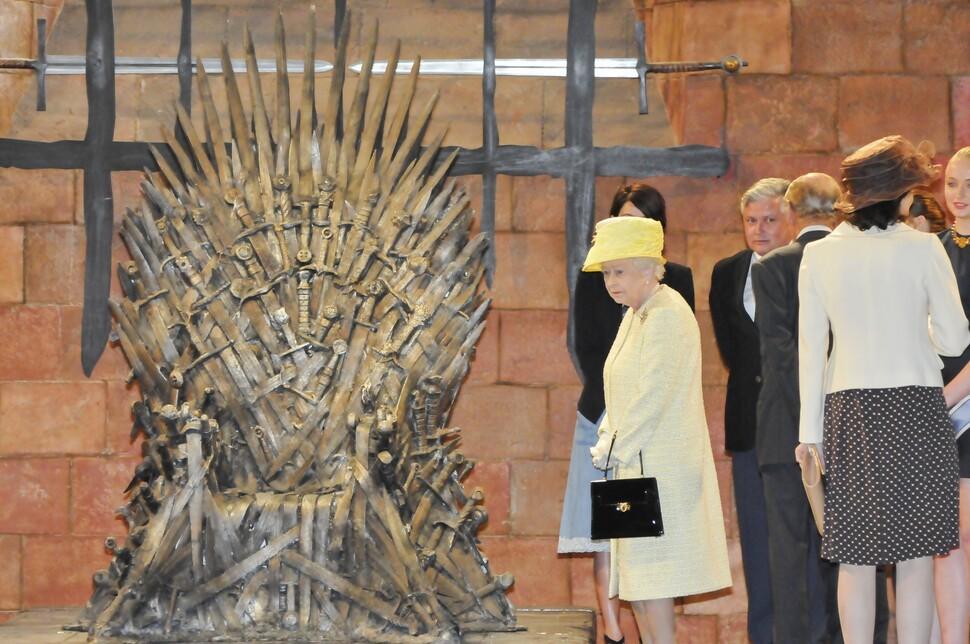 """Королева Елизавета II на съемках """"Игры престолов"""""""