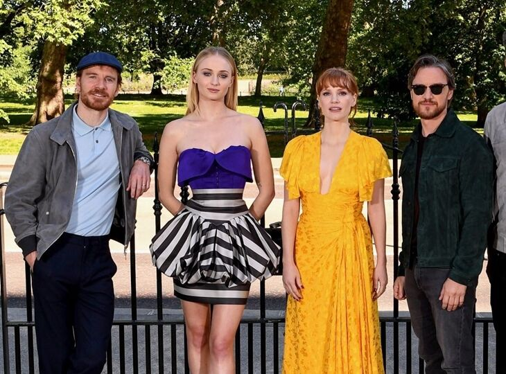 Майкл Фассбендер, Джессика Честейн, Софи Тернер и Джеймс МакЭвой на фотоколле «Людей Икс» в Лондоне