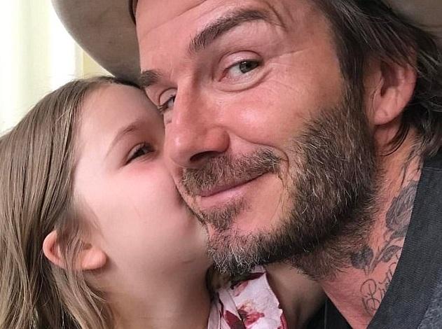 Видео: Дэвид Бекхэм учит 6-летнюю дочь играть в футбол