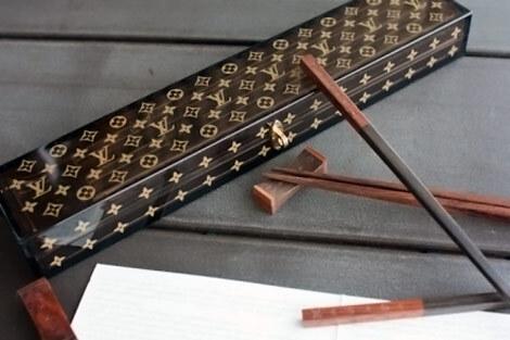 Интересные штучки: палочки для еды от Louis Vuitton