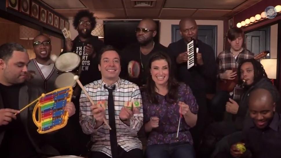 Идина Мензел, The Roots и Джимми Фэллон исполняют Let It Go