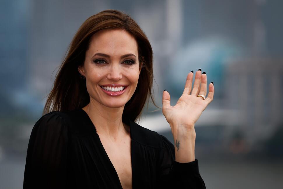 Что Анджелина Джоли загадала на День Рождения?