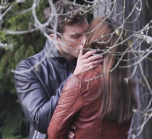Пятьдесят оттенков серого: сцена поцелуя Джейми Дорнана и Дакоты Джонсон