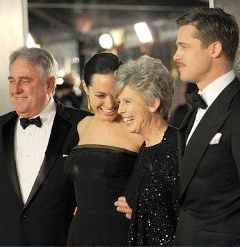 Мама Брэда Питта пытается помочь своему сыну спасти отношения с Джоли