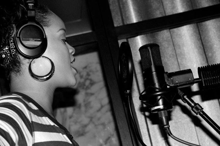 Рианна во время работы над новым альбомом