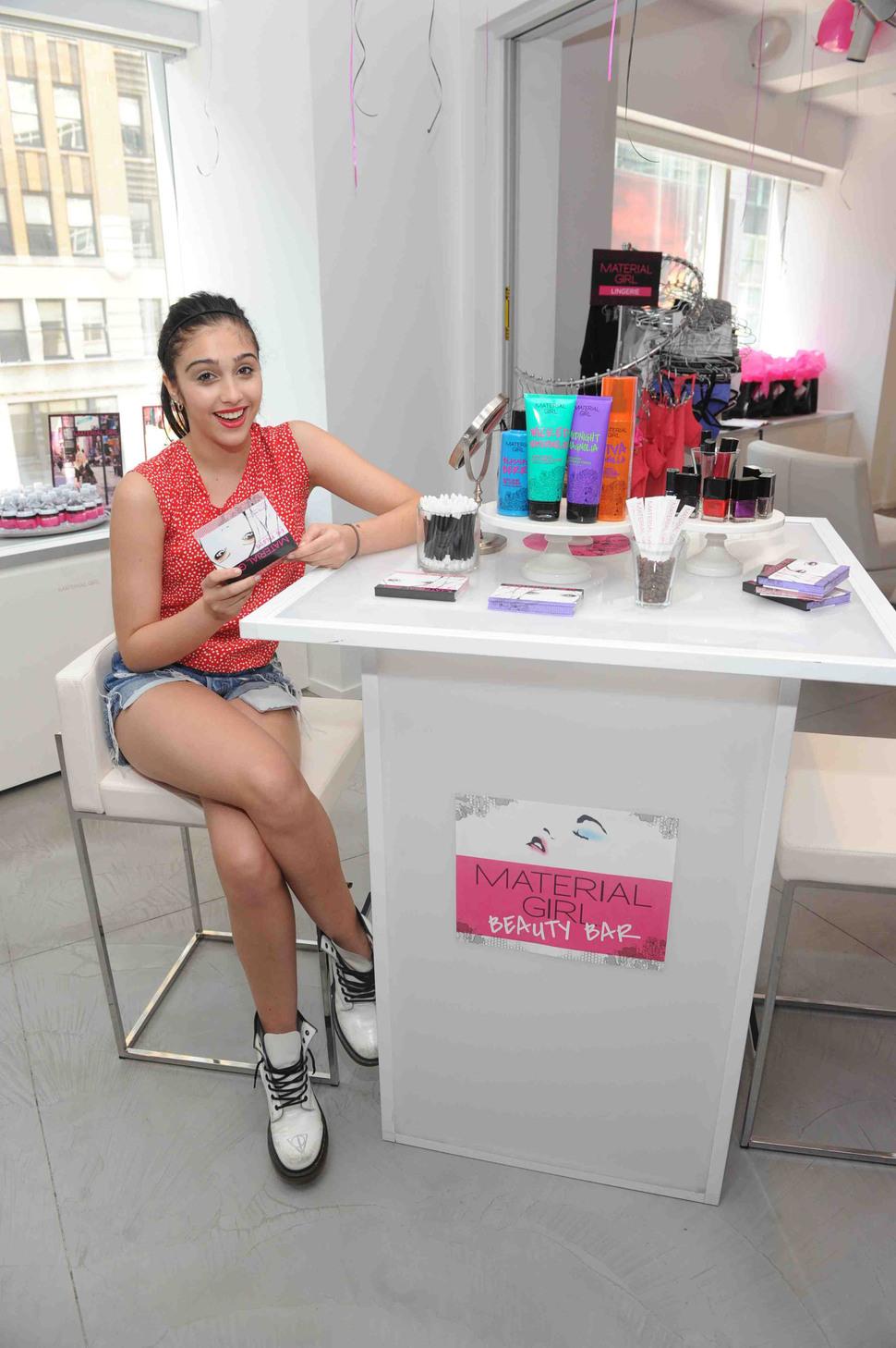 Лурдес Леон представила косметическую линию Material Girl