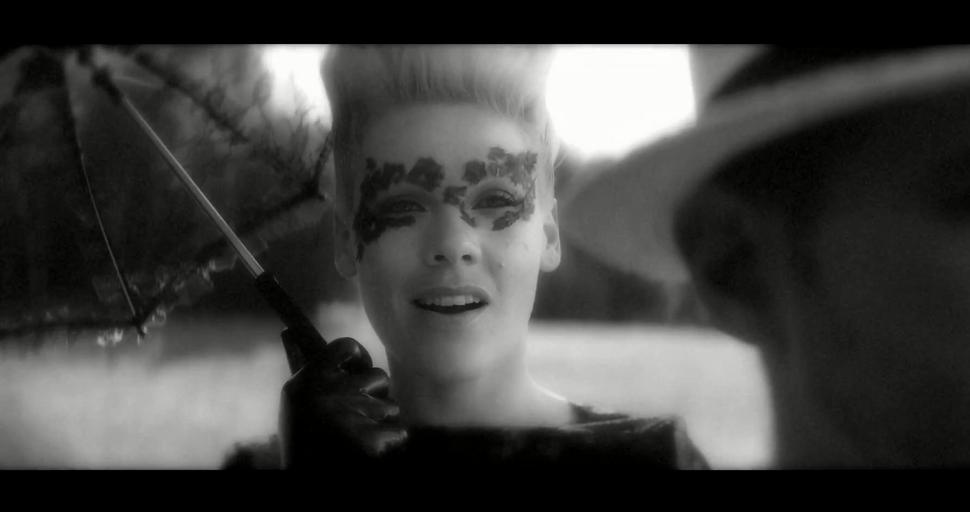 Новый клип Пинк  - Blow Me (One Last Kiss)