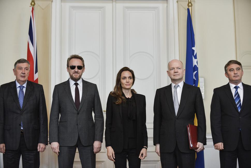 Анджелина Джоли выступила в Министерстве обороны Боснии и Герцеговины