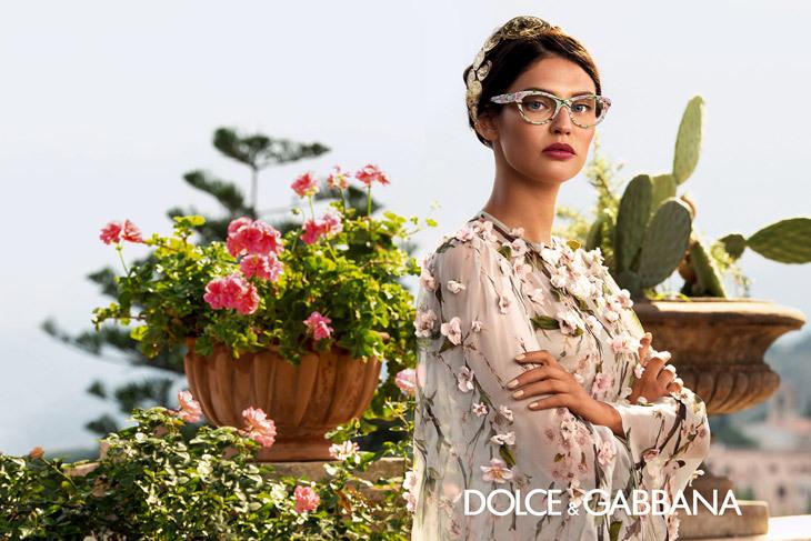 Бьянка Балти в весенне-летней рекламе очков Dolce & Gabbana