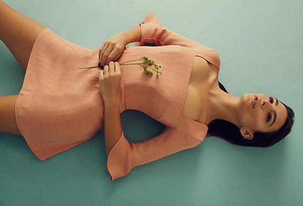 Эмили Ратажковски создала коллекцию платьев