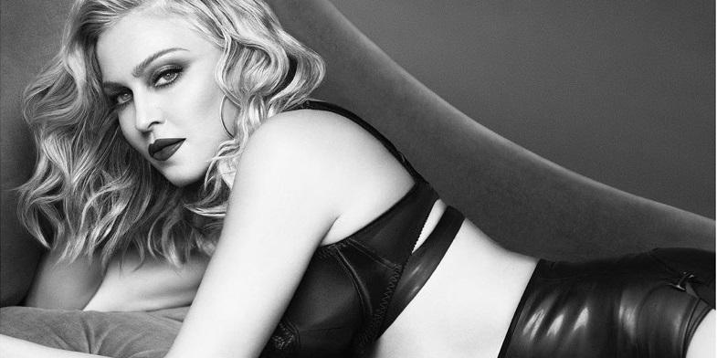 Мастер-класс по Фотошопу: 59-летняя Мадонна снялась в нижнем белье в рекламе косметики