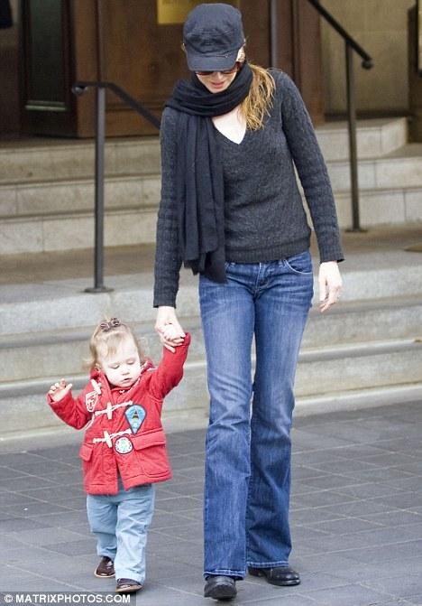 Дочка Николь Кидман уже самостоятельно ходит