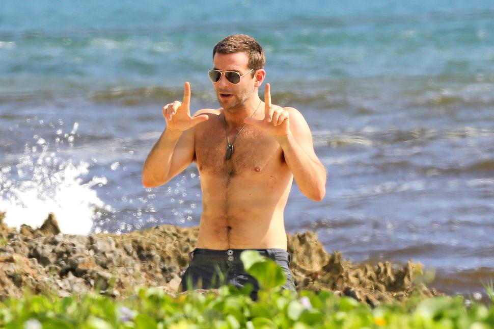 Брэдли Купер, Эмили Блант и Джон Красински отдыхают на Гавайях