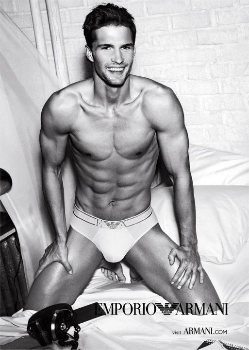 Рекламная кампания мужской коллекции Emporio Armani Underwear и Armani Jeans. Весна / лето 2012