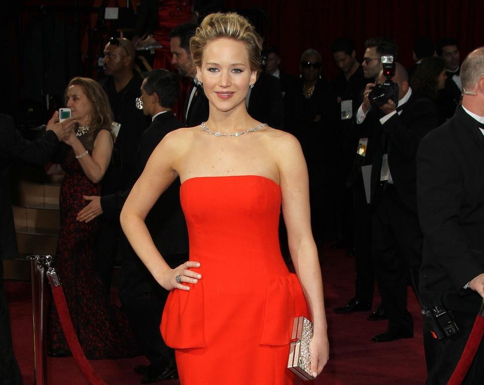 Дженнифер Лоуренс снова упала на «Оскаре»