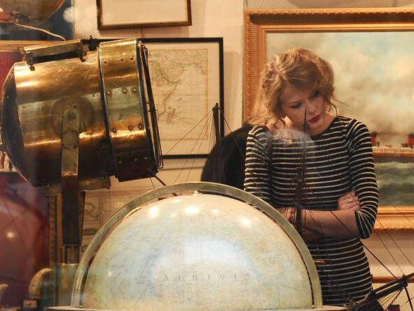 Тэйлор Свифт в поисках антиквариата