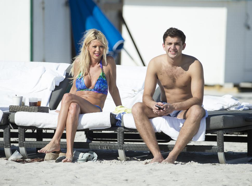 Тара Рид на пляже в Майами