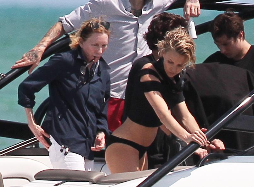 Шарлиз Терон на фотосессии в Майами