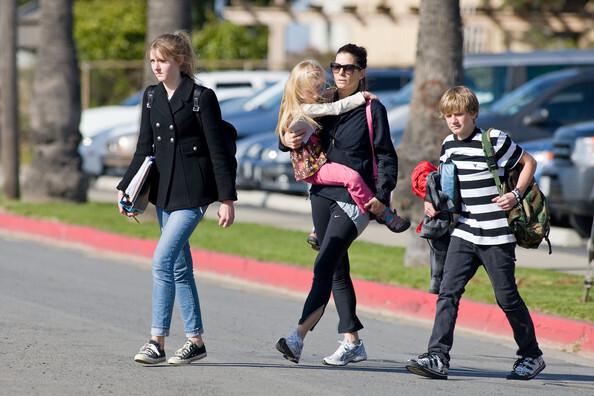 Сандра Буллок не хочет опеки над детьми Джесси Джеймса