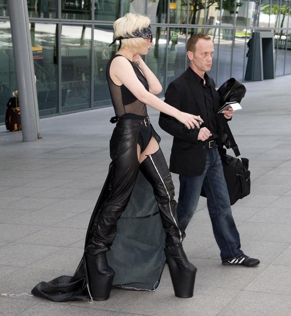 Lady Gaga придется отказаться от каблуков?