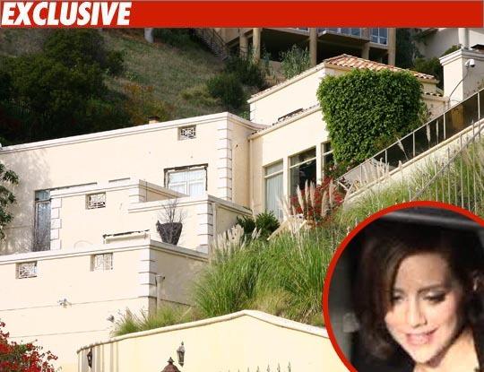 Мать Бриттани Мерфи продает дом, где умерла ее дочь
