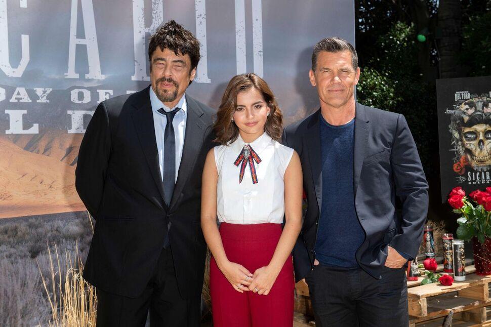 Фото: Джош Бролин, Изабела Монер и Бенисио Дель Торо на премьере фильма «Убийца 2: Против всех»