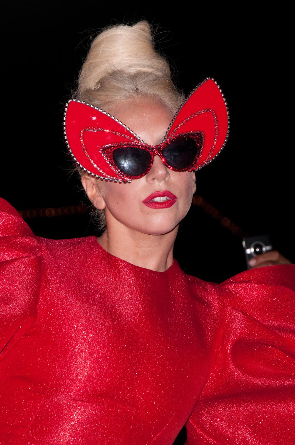 Lady Gaga проводит сатанинские ритуалы?