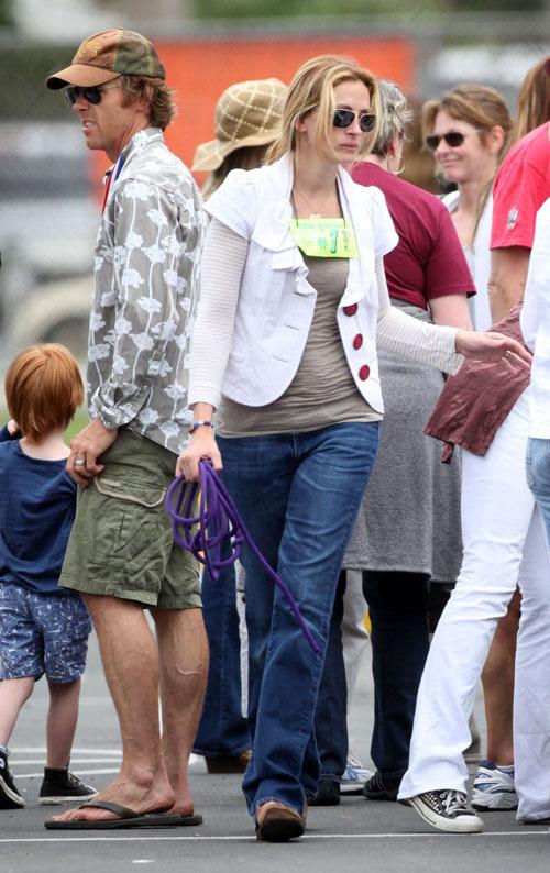 Джулия Робертс с мужем и детьми отдыхают в Малибу