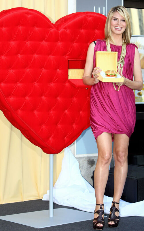 Хайди Клум представила новый бургер от McDonalds
