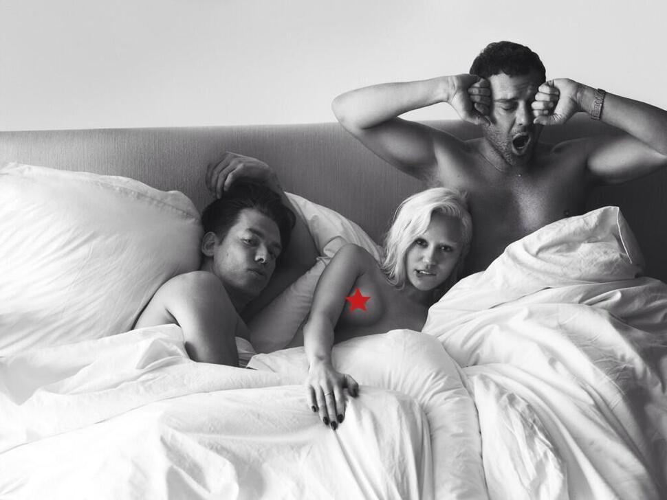Обнаженная Майли Сайрус в постели с Mert & Marcus
